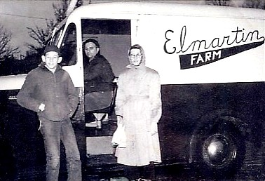 elmartin_farm_milk_truck_brother_fred_sister_barbara_roland_king_in_truckx75_croppeda1.jpg